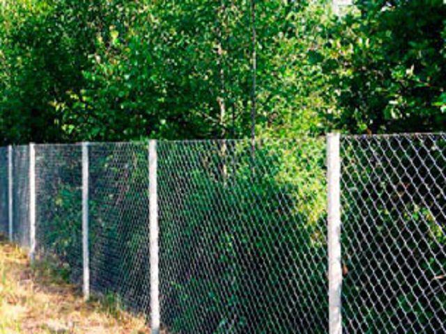 Самый дешевый забор на даче фото
