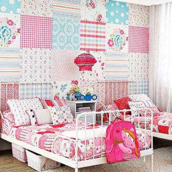 Интересное комбинирование обоев для детской комнаты.