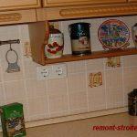 Розетки на фартуке кухни