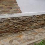 Отделка цоколя дома искусственным камнем
