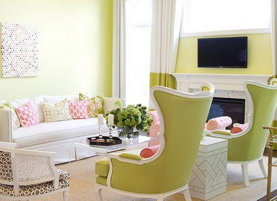 Гостиная с салатовой мягкой мебелью