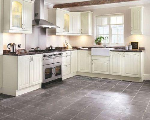 Серая плитка с белой кухней