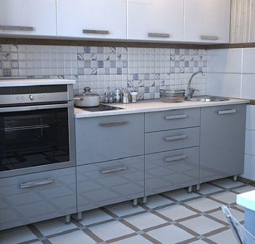 Курамическая плитка на полу кухни