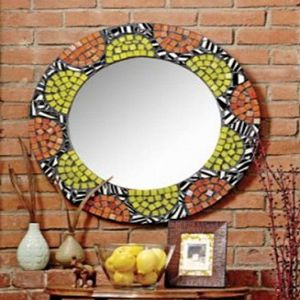 Круглое зеркало украсит стену на даче