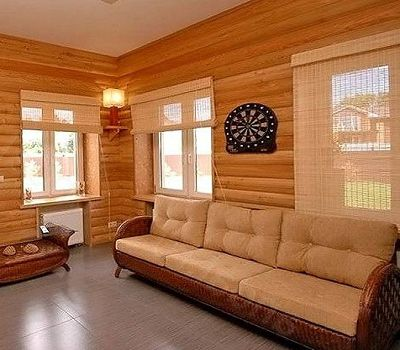 Дачная комната с угловым светильником