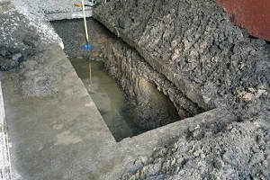 Грунтовая вода в смотровой яме