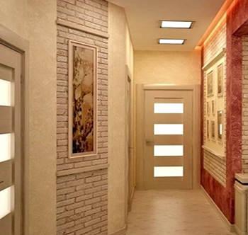 Светлый цвет потолка визуально увеличивает прихожую