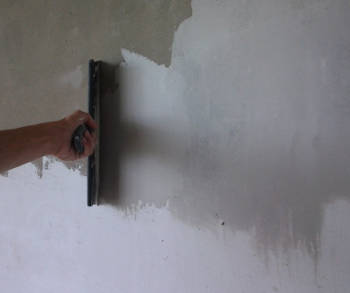 как правильно наносить шпаклевку на стену