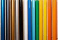 Самоклеющуюся пленка представлена в различных цветах