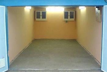 Чем покрасить стены в гараже