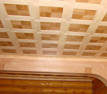 Фанера оживляет интерьер потолка