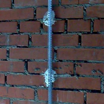 Крепление маяка на стене раствором